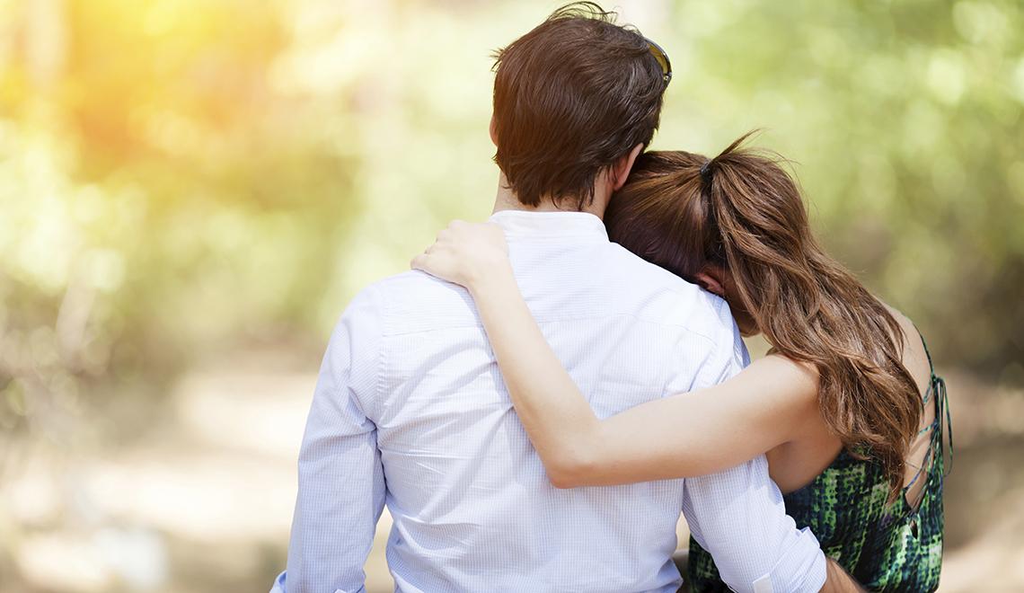 Couple-Embracing-000046066860_XXXLarge